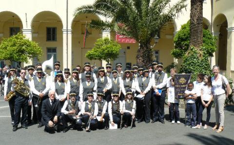 Il Corpo Bandistico Città di Rapallo davanti all'Auditorium delle Clarisse