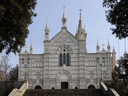 La facciata del Santuario di montallegro